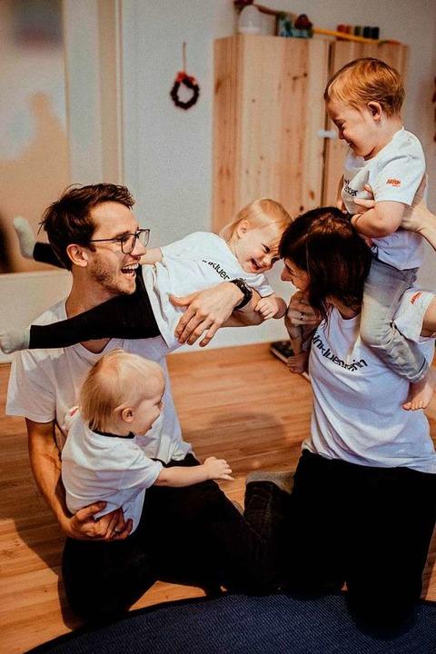 Familie Martius beim Toben mit all ihren Kindern.  | Foto: Stephanie Helbig