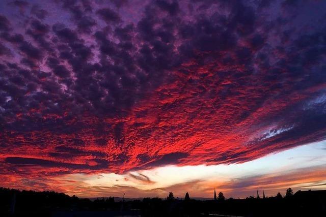 Glühender Himmel über Freiburg