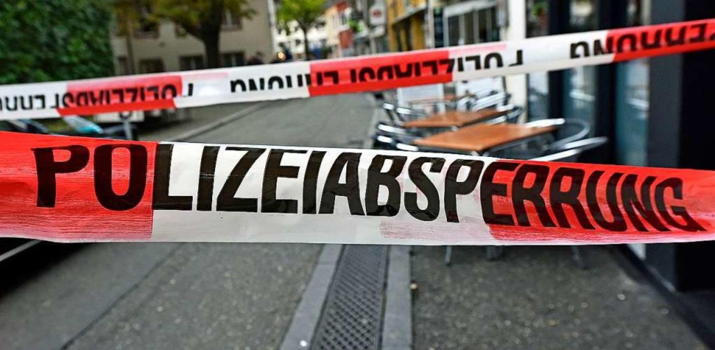 Ein Unbekannter hat mit einer Bombenat...nen Handyladen überfallen. Symbolbild.    Foto: Michael Bamberger