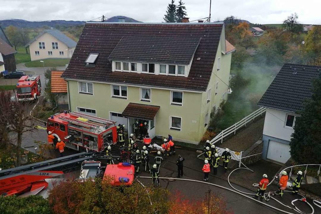 Zu einem Brand in einem Wohnhaus in Ew...asvergiftung ärztlich versorgt werden.  | Foto: Stefan Kech