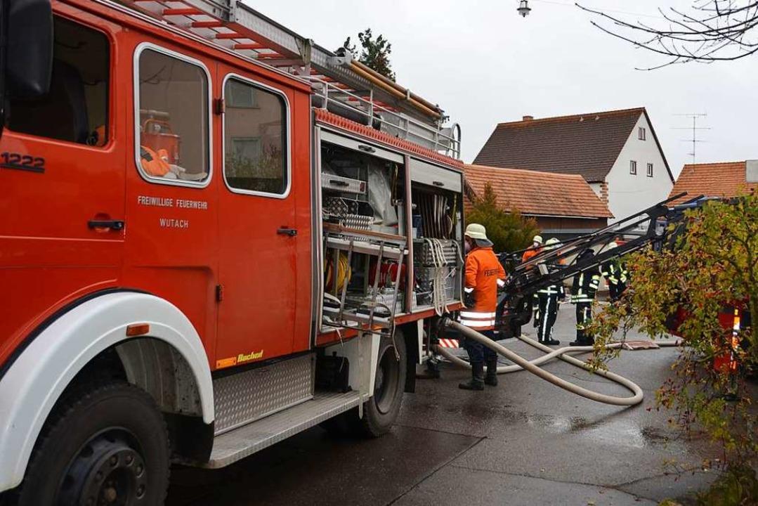 Zu einem Brand in einem Wohnhaus in Ew...asvergiftung ärztlich versorgt werden.  | Foto: Juliane Kühnemund