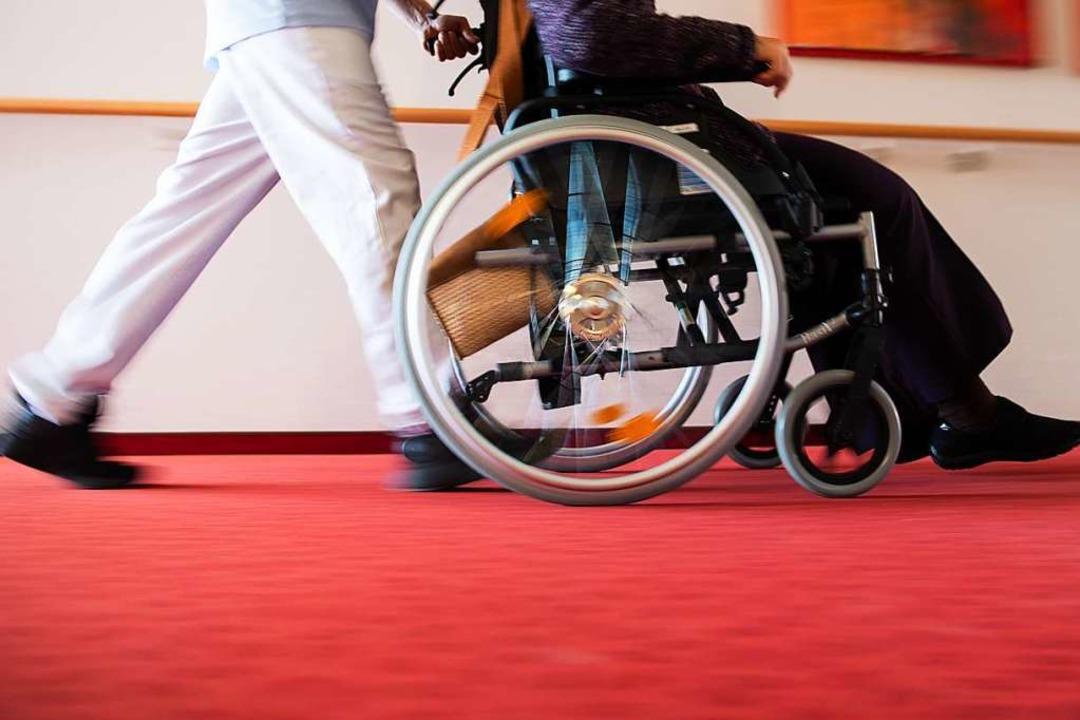 Alten- und Pflegeheime stehen in den k...lzahlen vor großen Herausforderungen.   | Foto: Tom Weller (dpa)