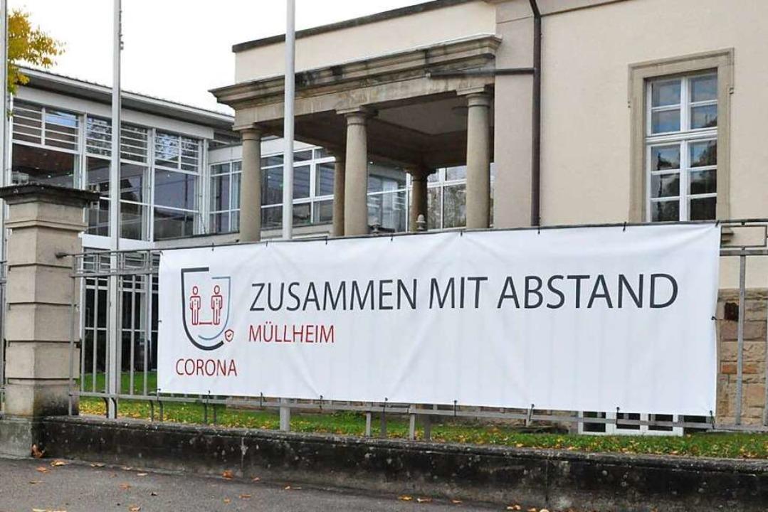 Die Stadt Müllheim versucht mit Transp...g mit der Pandemie zu sensibilisieren.  | Foto: Ralf Strittmatter
