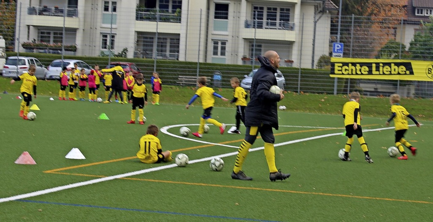 41 Kinder waren und sind  beim Evonik-...viel Eifer bei der Sache und am Ball.   | Foto: Bernd Fackler