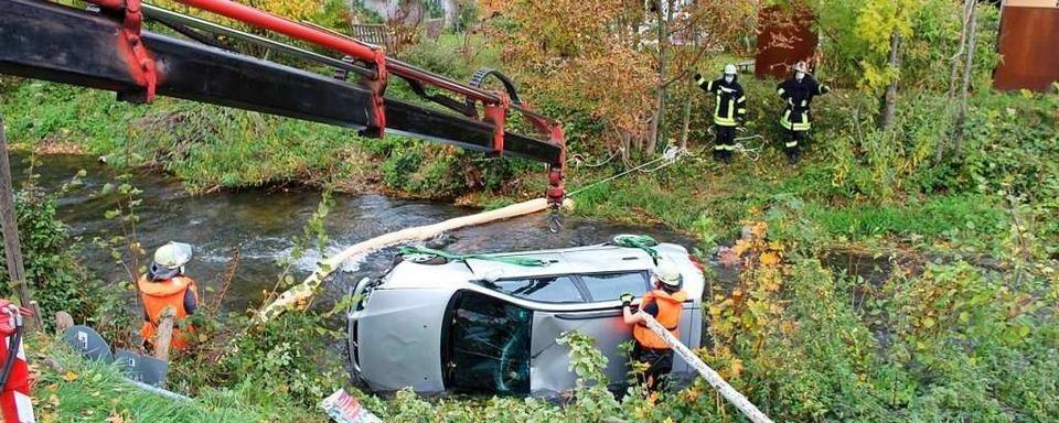 Auto landet in Staufen im Neumagen