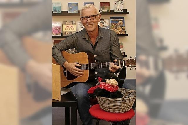 Der Büchereikater legt seine Gitarre ab