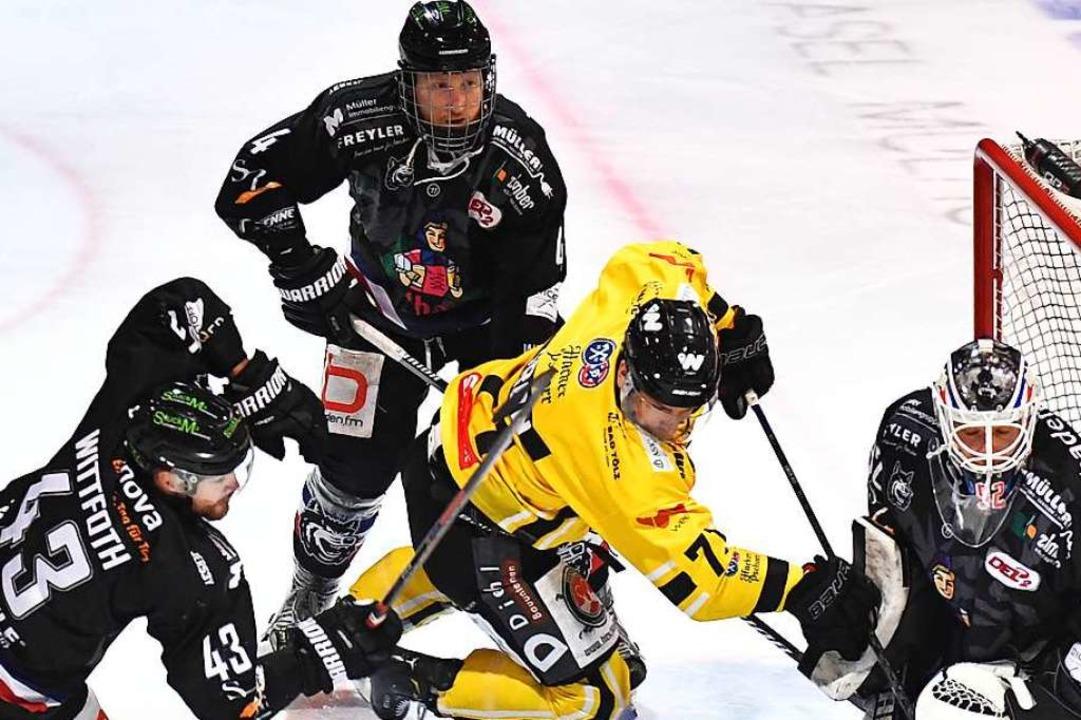 Profi-Eishockey beim EHC Freiburg (dun...ots) wird vom 6. November an gespielt.  | Foto: Achim Keller