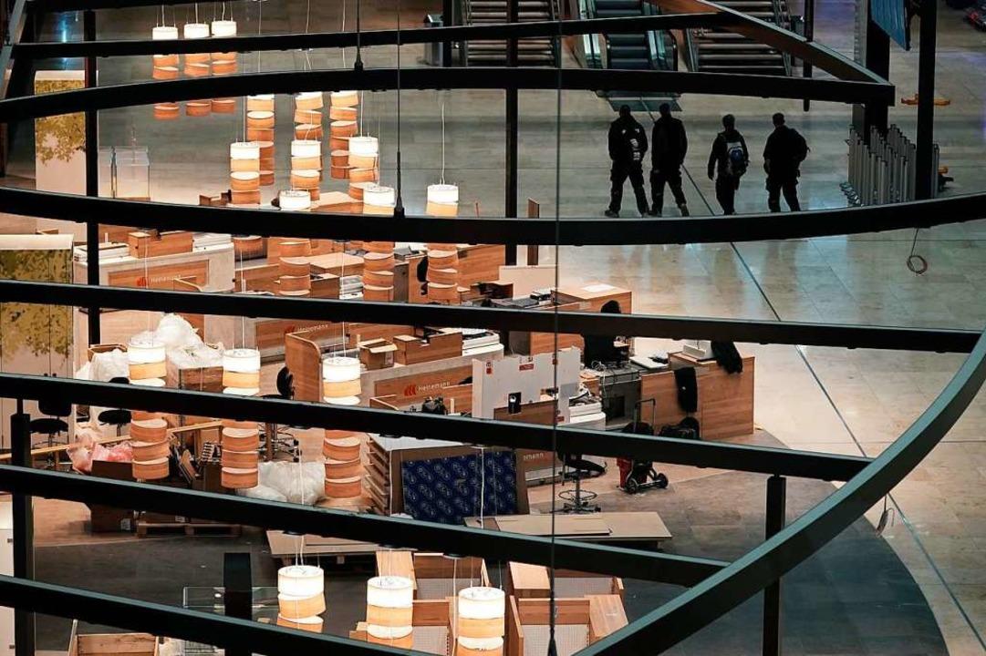 Ein Blick in den noch leeren Marktplatz im Terminal 1    Foto: Michael Kappeler (dpa)