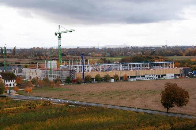 Bauarbeiten für neue Fabrik der Firma Schott in Hügelheim im Zeitplan