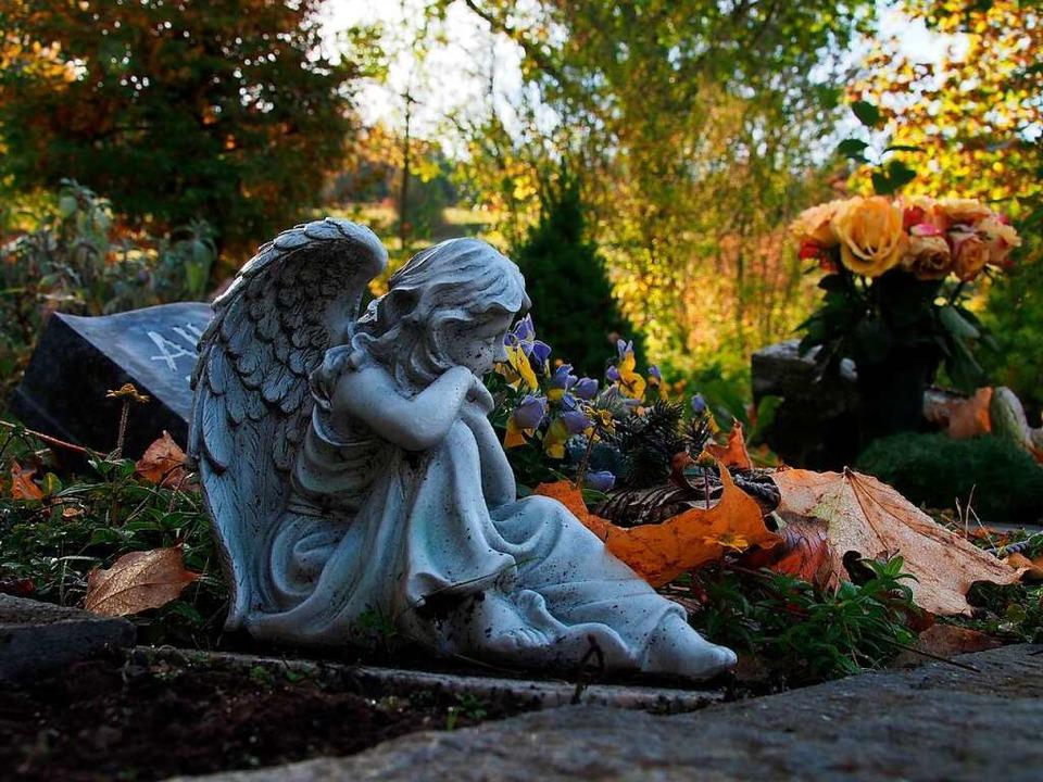 Allerheiligen eröffnet die Gedenk- und...h der Gräberbesuch auf den Friedhöfen.    Foto: Markus Donner
