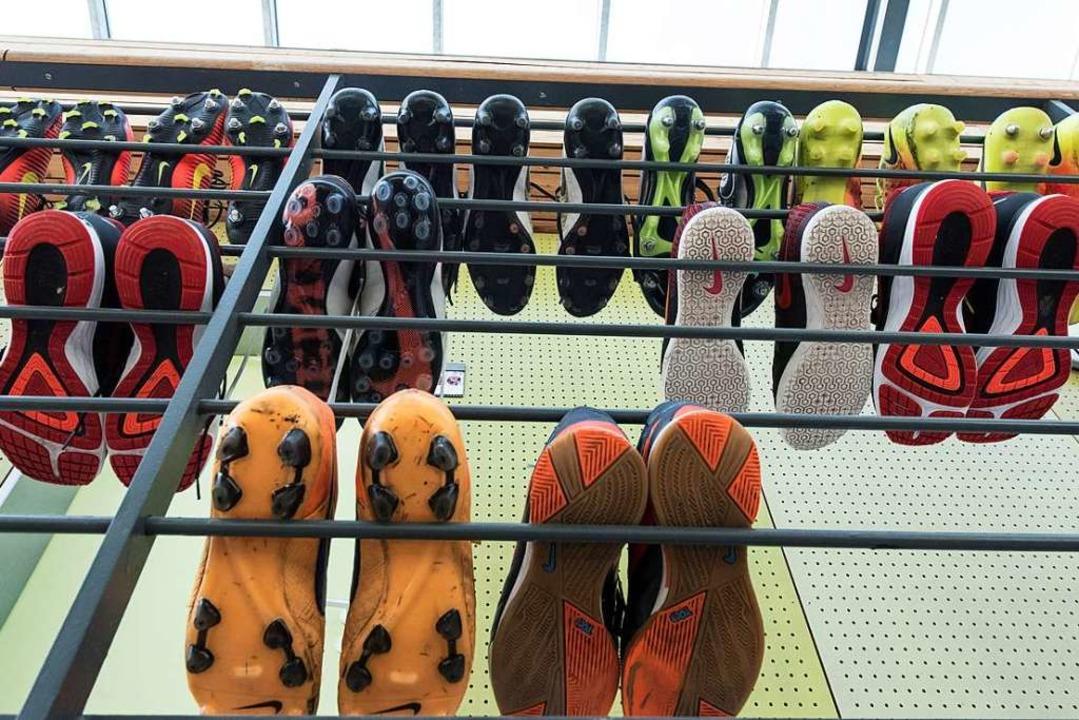 Die Kickschuhe in der Freiburger Fußba...n Wochenende allesamt abgesagt worden.  | Foto: Patrick Seeger