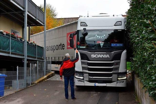 Wieder einmal bleibt ein Lastwagen auf dem Rührberg stecken