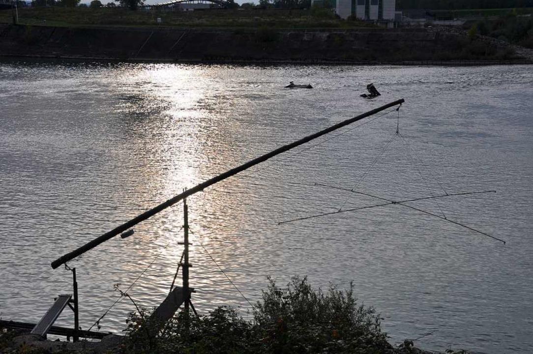 Berufsfischer am Rhein nutzten häufig ...am Fluss wie hier beim Stauwehr Märkt.    Foto: Jutta Schütz
