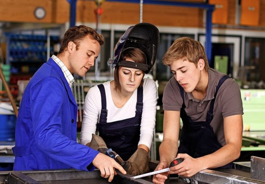 Die Industrie bietet vielseitige Ausbildungsplätze.  | Foto: ©ehrenberg-bilder  (stock.adobe.com)