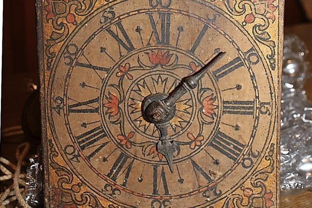 Historische Uhr kehrt nach 250 Jahren nach Eisenbach zurück