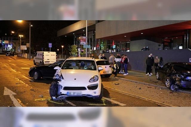 110 000 Euro Sachschaden bei Unfall vor dem Forum Kino