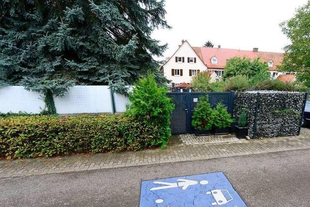 Tor und Zaun in der Gartenstadt in Freiburg-Haslach müssen wieder weichen