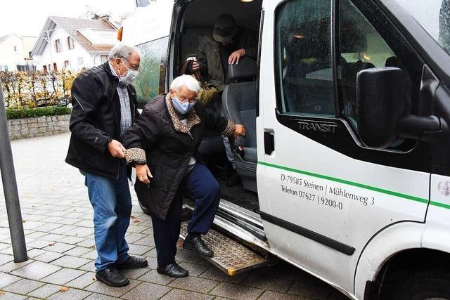 Unterwegs mit einem Rentner, der ehrenamtlich Menschen zur Tagespflege fährt