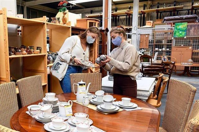 In Freiburgs Second-Hand-Kaufhäusern führen mehr Spenden zu längeren Wartezeiten