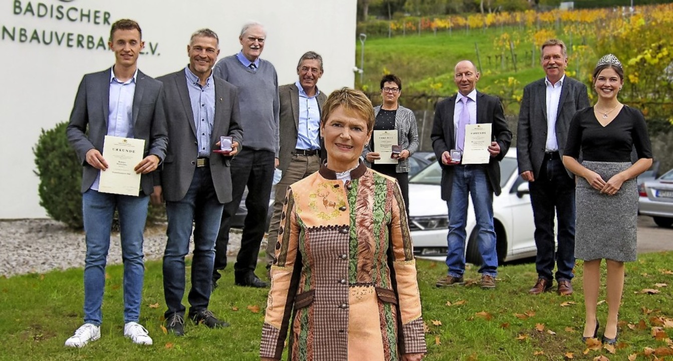 Staatssekretärin Friedlinde Gurr-Hirsc...ie Badische Weinkönigin Sina Erdrich.   | Foto: Badischer Weinbauverband