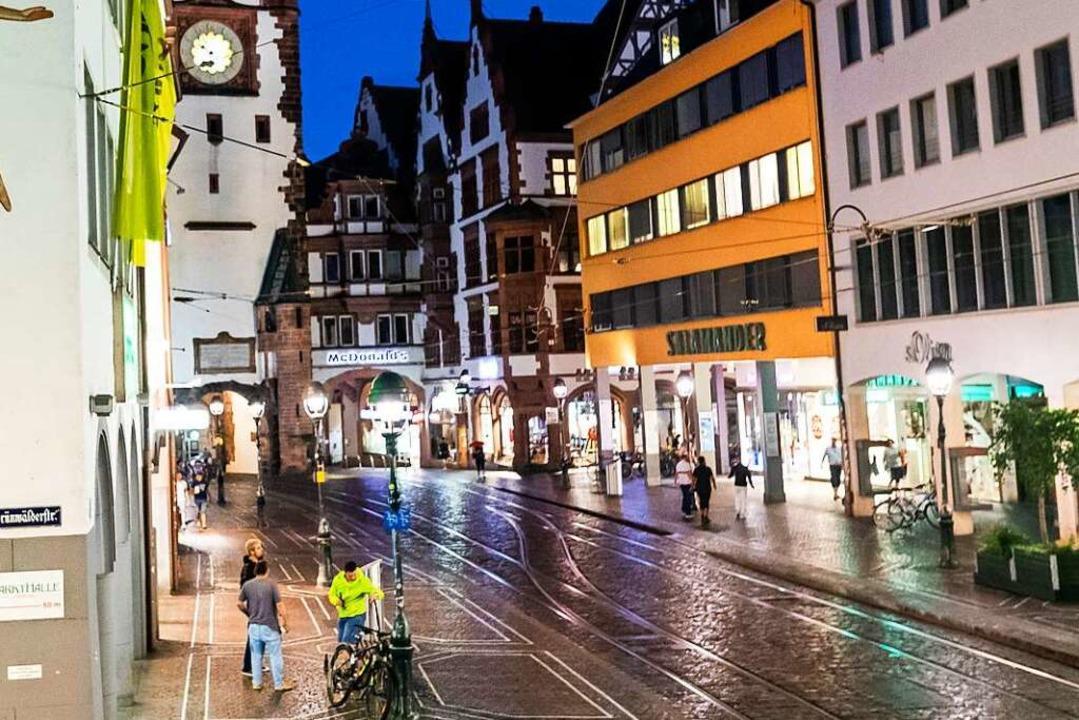 Am Montag kam nur etwa die Hälfte der ...ittlichen Einkäufer in die Innenstadt.  | Foto: Philipp von Ditfurth (dpa)