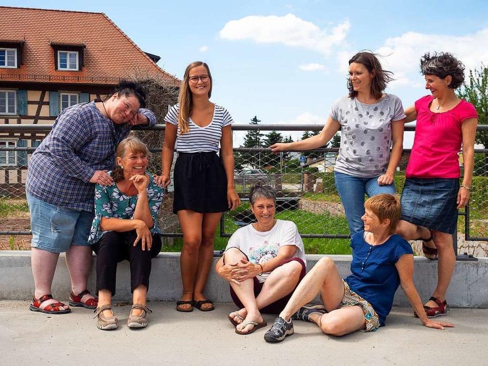 Die Hebammengemeinschaft vor ihrem Domizil in der Belzmühle (im Hintergrund).  | Foto: Privat