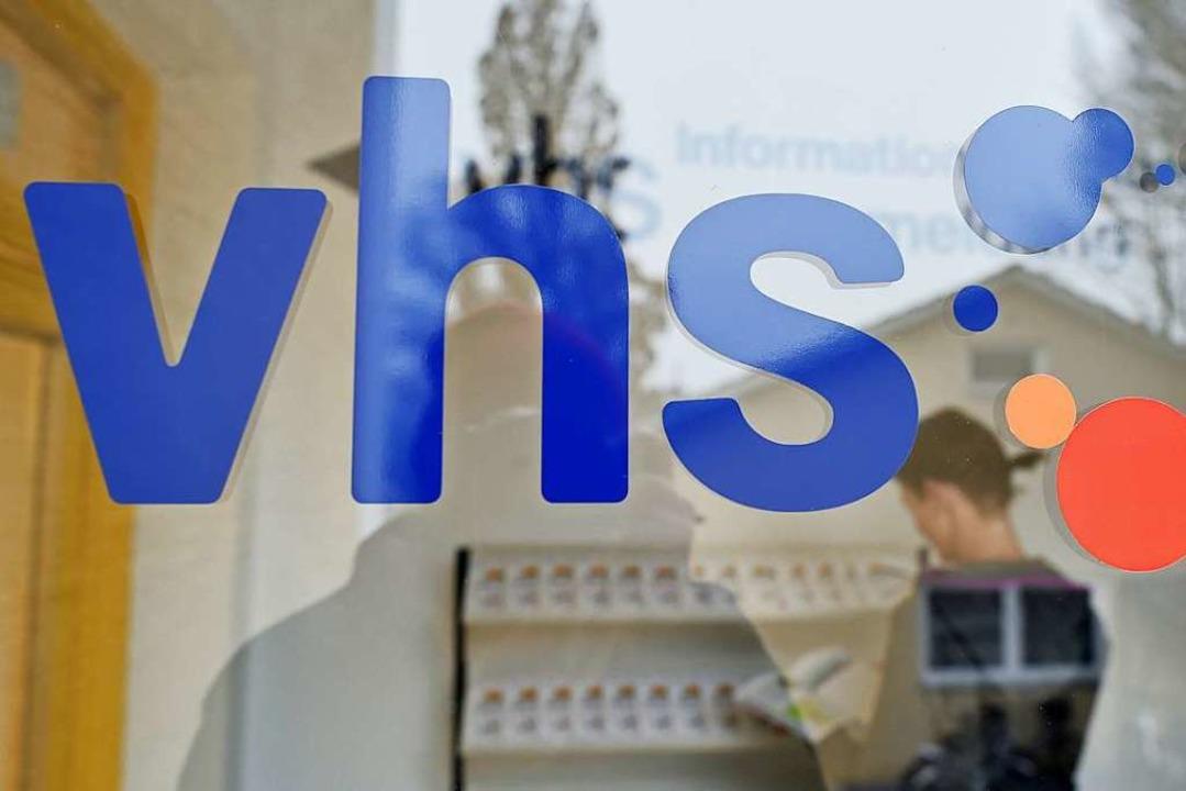 Das VHS-Logo (Symbolbild)  | Foto: Angelika Warmuth (dpa)