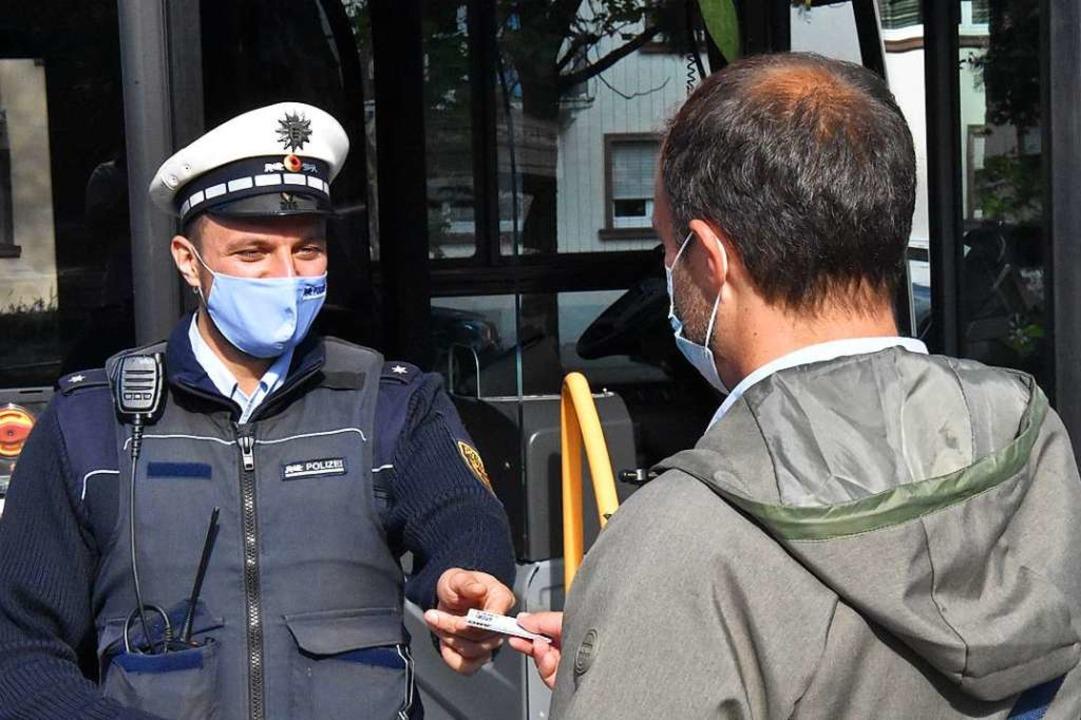 Corona fordert auch die Polizei Offenb...en die Corona-Verordnung (Symbolbild).  | Foto: Kathrin Ganter