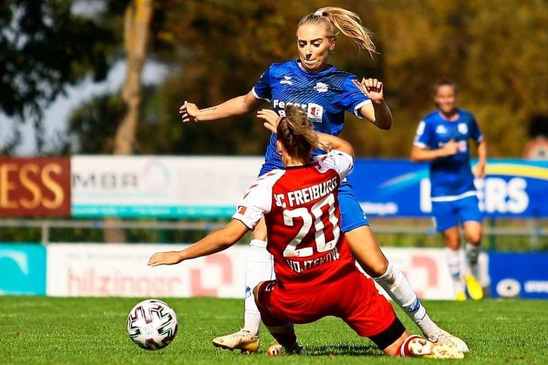 Das  Derby im  September, das der SC S...(SC Sand) spielt  Jana Vojtekova  aus.  | Foto: Peter Aukthun-Goermer