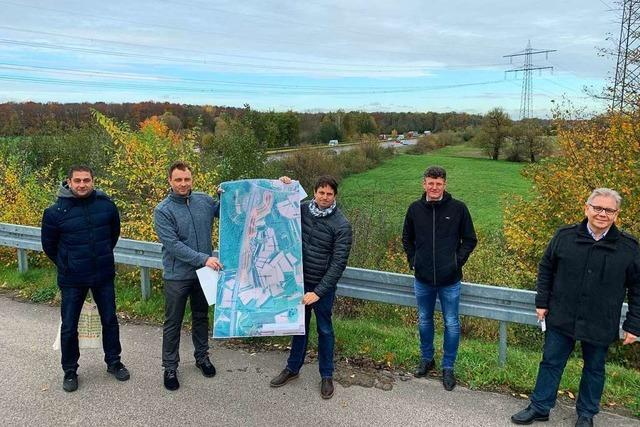 An der A 5 bei Offenburg entsteht aus Erdaushub ein riesiger Lärmschutzwall