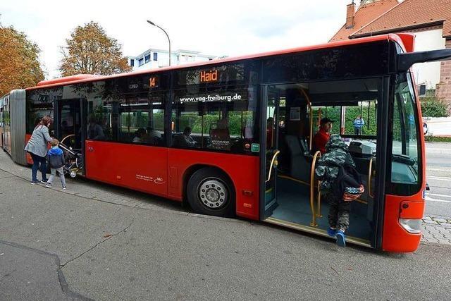 34-Jährige beleidigt und schlägt anderen Fahrgast in Freiburger Linienbus