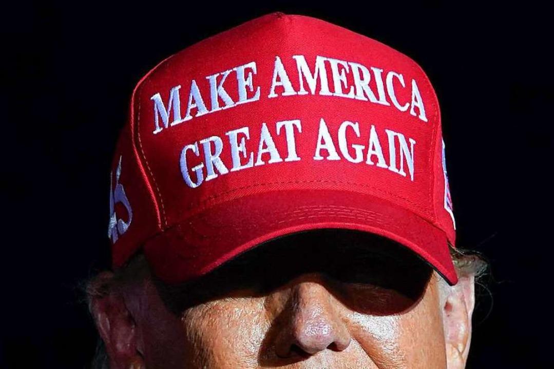 Make America Great Again: Mit diesem S...mal Wählerinnen und Wähler aktivieren.  | Foto: Evan Vucci (dpa)