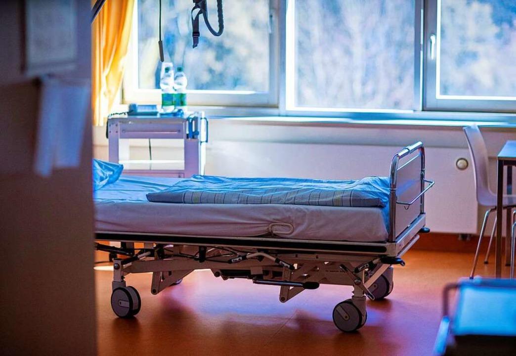 Die Zahl der steigenden Corona-Infekti... mehr in den Krankenhäusern bemerkbar.  | Foto: Jens Büttner (dpa)