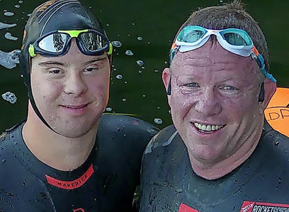 Chris Nikic (links) und  Trainer Daniel Grieb    Foto: Nik Nikic (dpa)