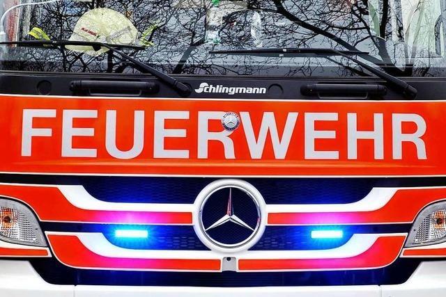 Großeinsatz nach Autobrand in einer Tiefgarage in der Krozinger Straße