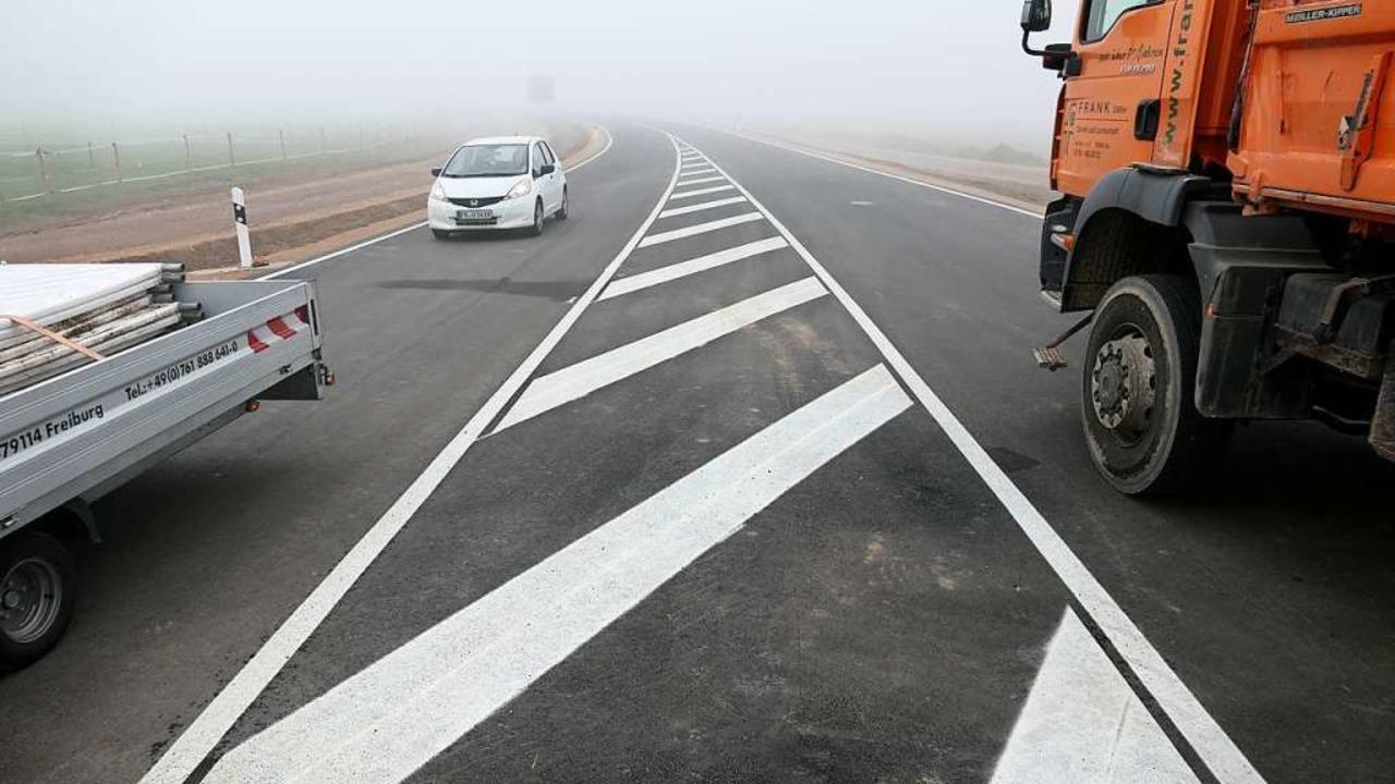 Der Verkehr rollt auf der Umfahrung Staufen  | Foto: Hans-Peter Müller