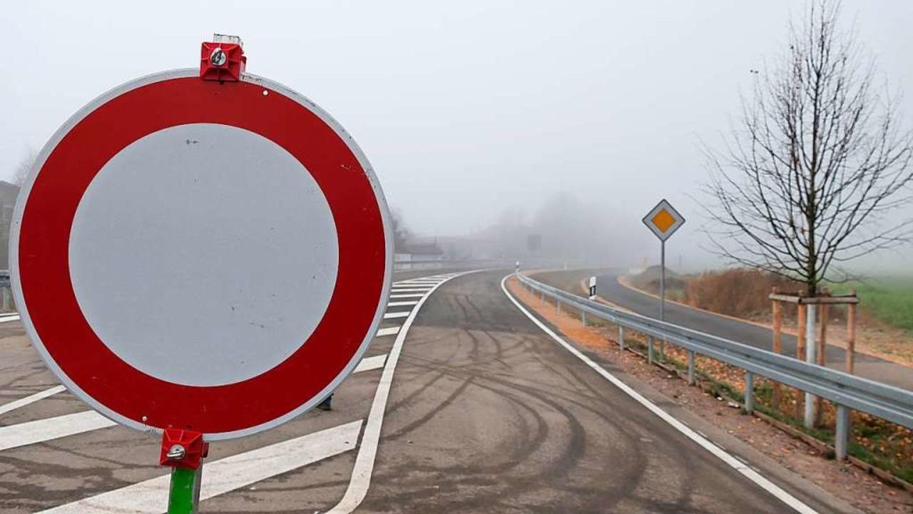 Noch ist am Ortseingang Nähe Gaisgraben gesperrt...  | Foto: Hans-Peter Müller