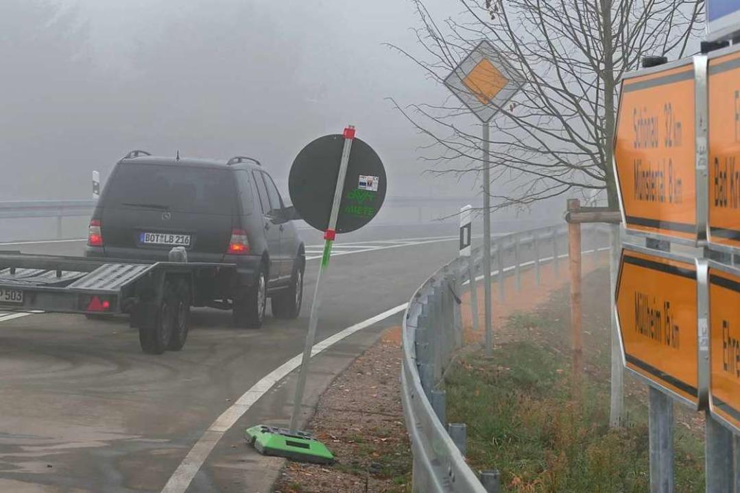 Und das Premierenfahrzeug ist auch hier ein schwarzer Mercedes.  | Foto: Hans-Peter Müller