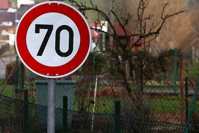 Tempo 70 statt 50 auf der Straße durch den Ort - Gemeinde wehrt sich