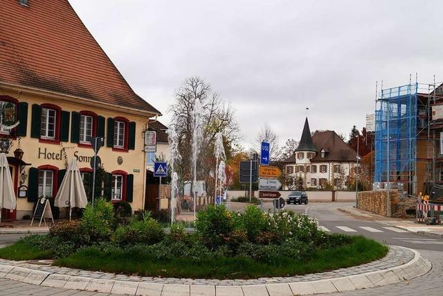 Neuer Kreisel in Schliengen wurde offiziell in Betrieb genommen – ohne Quellstein