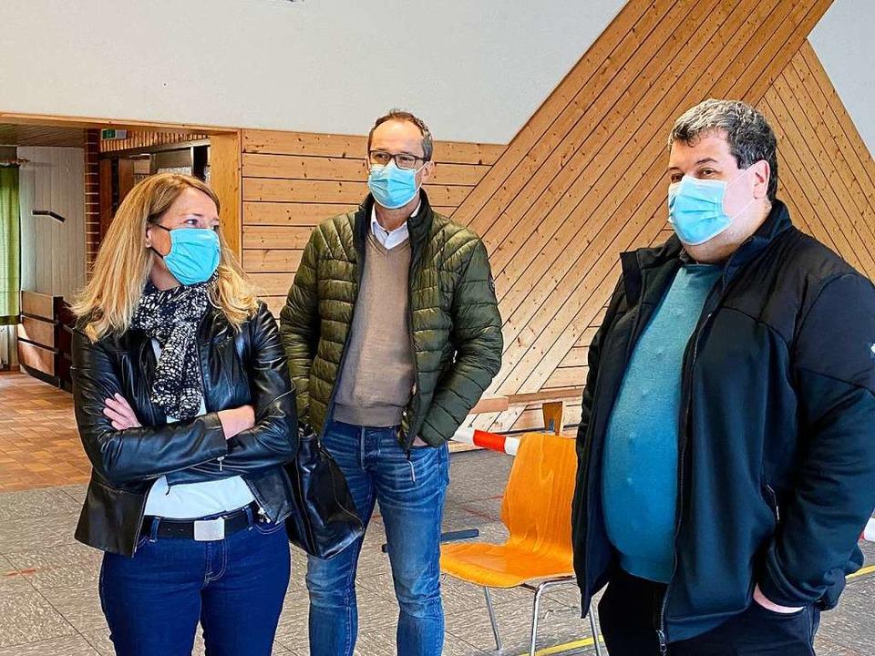 Während der Auszählung war Tanja Stein... (rechts) beobachtet die Geschehnisse.    Foto: Hans-Jürgen Hege