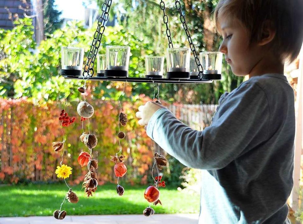 Herbstliches Mobilé: So werden die Schätze der Kinder hübsch bewahrt.  | Foto: Silke Kohlmann
