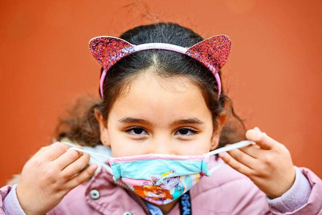 Mit Mund-Nasen-Schutz gegen das Virus  | Foto: Andreas Arnold (dpa)
