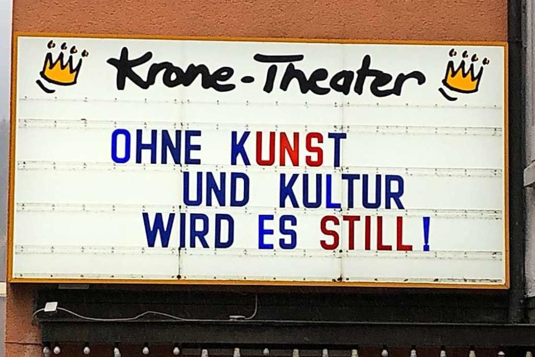 Die Kinotafel des Krone-Theaters in Neustadt  | Foto: Tanja Bury
