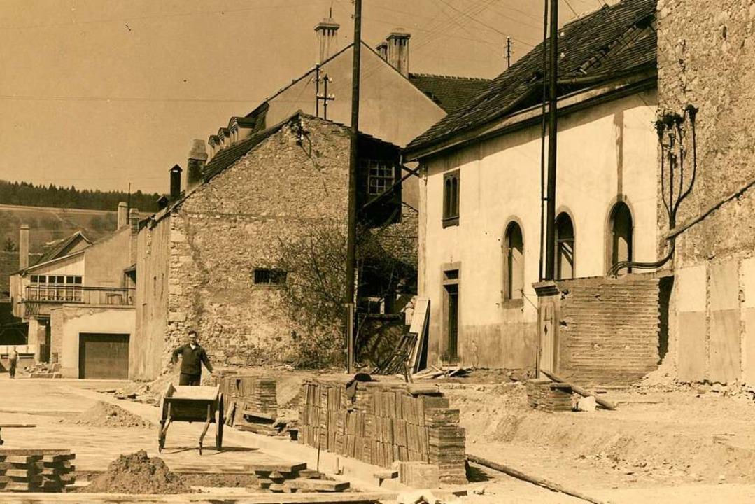 Die alte Lörracher Synagoge, vom heutigen Marktplatz aus gesehen    Foto: Stadtarchiv Lörrach
