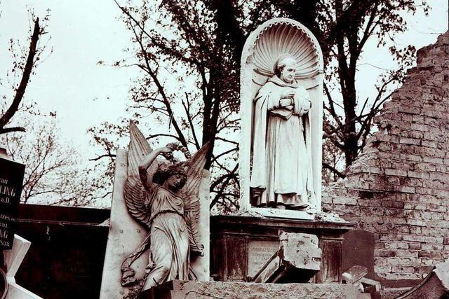 In der Freiburger Bombennacht fielen auf den Friedhof Bomben