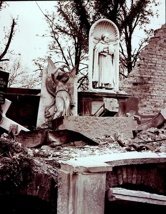 Die Gruftenhalle an der Ostmauer des F...im November  1944 ebenfalls zerstört.   | Foto: Stadtarchiv