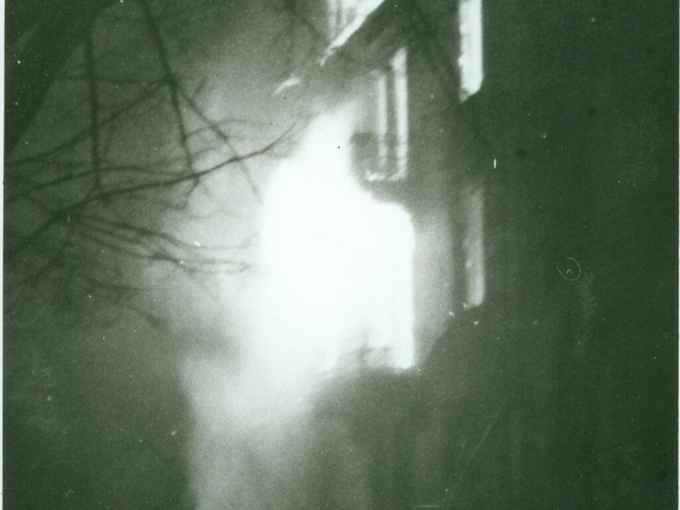 Ein brennendes Haus in der Hildastraße im Stadtteil Wiehre   | Foto: Dr. Grete Kilchling Stadtarchiv