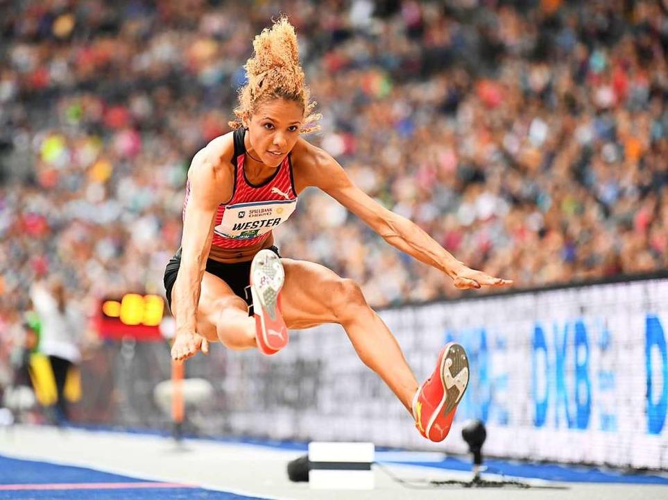 Einst sprang Alexandra Wester fast sieben Meter weit.  | Foto: Soeren Stache (dpa)