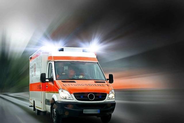 DRK und Feuerwehr retten schwerverletzten Rollerfahrer in Denzlingen aus einem Graben